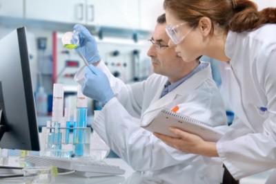 zytiga-SS-scientist