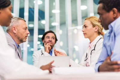 _istock_000053247434_doctorsinmeeting_oncologistcancerdrugpricing_gnh1711586224