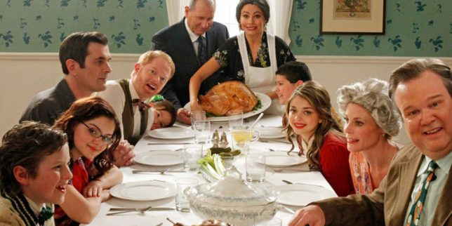 landscape-1447879357-modern-family-thanksgiving